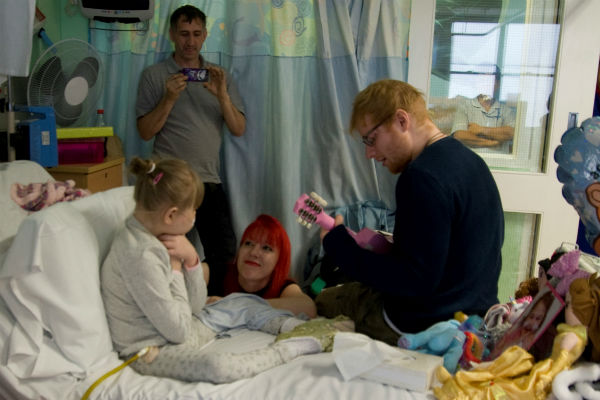 Superstar singer Ed visits Melody in hospital