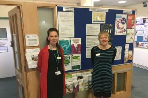 Louise-OConnor-and-Hilary-Hollis-in-the-Cancer-Information-and-Support-Centre-at-St-Helier-Hospital
