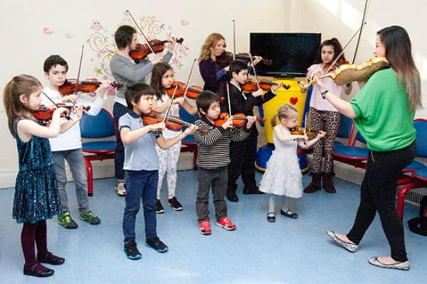 Wallington violinists visit Queen Mary's Hospital