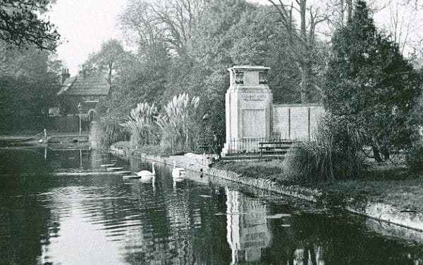 Rare opportunity to hear stories of local war heroes in cemetery walks